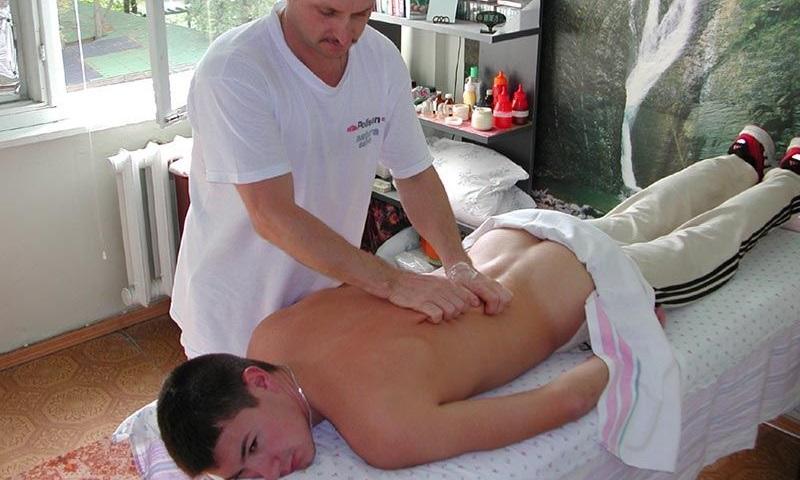 Выполнение массажа простаты при аденоме простаты